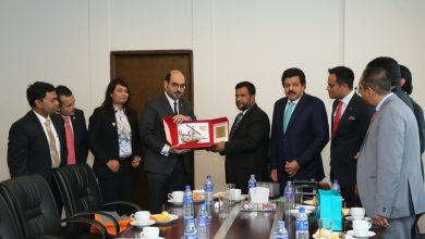 """صورة وفد تجاري بحريني يلتقي وزير التجارة السريلانكي في """"كولومبو"""" بمشاركة رئيس وأعضاء الجمعية"""