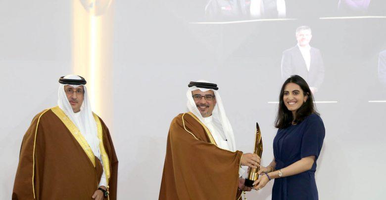 """صورة """"عائشة عبدالملك"""" تفوز بجائزة البحرين لريادة الأعمال لفئة المؤسسات متناهية الصغر"""