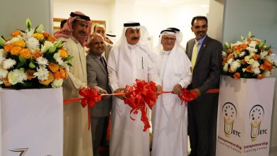 """صورة وزير العمل البحريني يفتتح """"مركز تدريب ريادة الأعمال"""" ويشيد بجهود جمعية تنمية المؤسسات"""